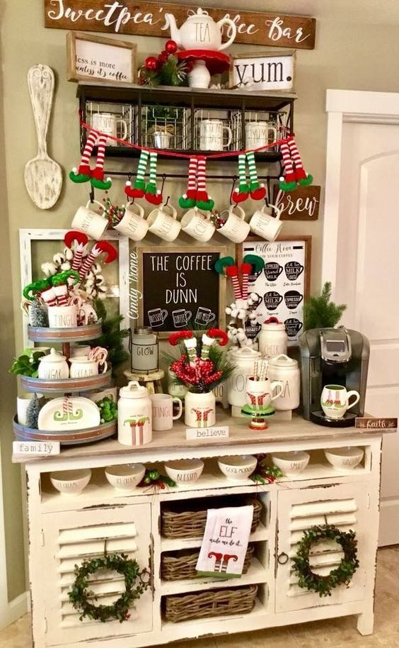 Fun And Creative Christmas Decorating Ideas For The Kitchen Decorating Ideas And Accessories For The Home Creative Ideas For Every Room